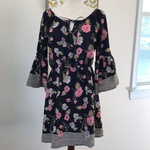 Le Lis floral dress bell sleeves size small